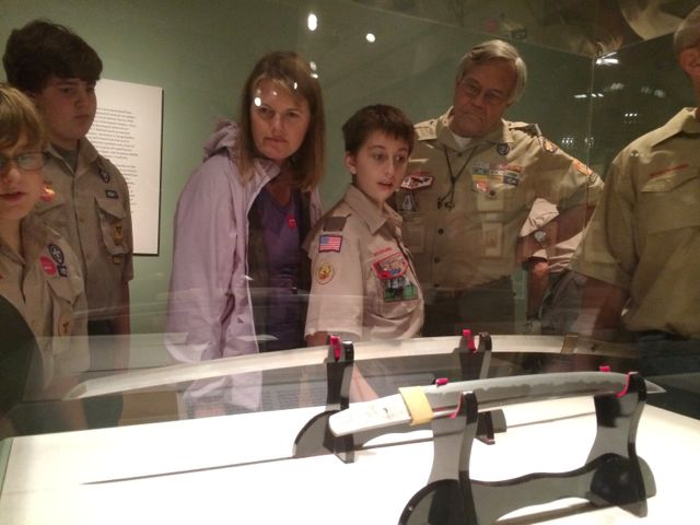 Scouts viewing the samurai exhibit at the museum of art